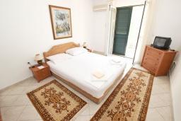 Спальня. Будванская ривьера, Черногория, Святой Стефан : Апартаменты на 4 персоны, 2 спальни, с видом на море
