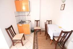 Кухня. Будванская ривьера, Черногория, Святой Стефан : Апартаменты на 4 персоны, 2 спальни, с видом на море
