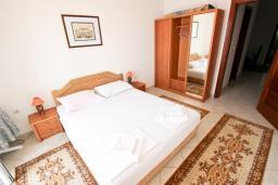 Спальня 2. Будванская ривьера, Черногория, Святой Стефан : Апартаменты на 4 персоны, 2 спальни, с видом на море