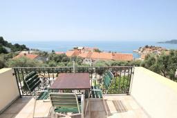 Балкон. Будванская ривьера, Черногория, Святой Стефан : Апартаменты на 4 персоны, 2 спальни, с видом на море