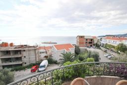 Вид на море. Будванская ривьера, Черногория, Святой Стефан : Апартамент для 4-5 человек, с отдельной спальней, с балконом с видом на море