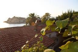 Вид на море. Будванская ривьера, Черногория, Святой Стефан : Апартаменты на 4 персоны с видом на море, 100 метров от пляжа