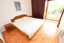Спальня. Будванская ривьера, Черногория, Булярица : Апартаменты с отдельной спальней, с 2-мя балконами