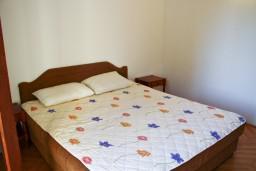 Спальня. Будванская ривьера, Черногория, Булярица : Апартаменты на 5 персон, 2 спальни