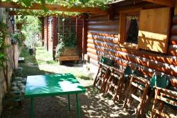 Терраса. Будванская ривьера, Черногория, Булярица : Деревянный домик с кухней в Булярице