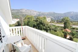 Балкон 2. Будванская ривьера, Черногория, Булярица : Апартамент с отдельной спальней, с 2-мя балконами с шикарным видом на море, 10 метров от пляжа