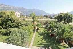 Вид. Будванская ривьера, Черногория, Булярица : Апартамент с отдельной спальней, с 2-мя балконами с шикарным видом на море, 10 метров от пляжа