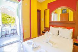 Спальня. Будванская ривьера, Черногория, Булярица : Двухместный номер с балконом