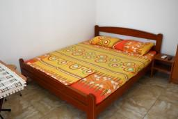 Студия (гостиная+кухня). Будванская ривьера, Черногория, Булярица : Студия в Булярице на первом этаже, 70 метров от пляжа