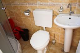 Ванная комната. Будванская ривьера, Черногория, Булярица : Студия в Булярице на первом этаже, 70 метров от пляжа