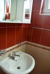 Ванная комната. Будванская ривьера, Черногория, Булярица : Студия с видом на море, на пляже Булярицы