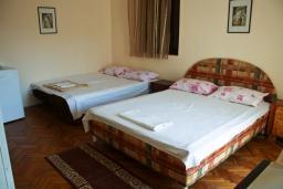 Будванская ривьера, Черногория, Булярица : Комната на 4 персоны