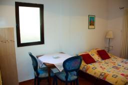 Студия (гостиная+кухня). Будванская ривьера, Черногория, Будва : Студия в Будве с террасой