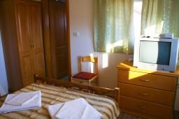 Будванская ривьера, Черногория, Будва : Комната на 2 персоны с кондиционером