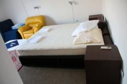 Студия (гостиная+кухня). Будванская ривьера, Черногория, Будва : Студия c видом на море, 100 метров от пляжа