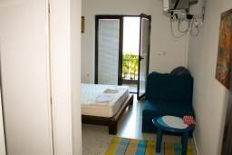 Будванская ривьера, Черногория, Будва : Комната на 2 персоны с кондиционером, c видом на море, 100 метров от пляжа