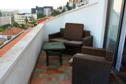 Балкон. Будванская ривьера, Черногория, Будва : Апартаменты на 5 персон, 2 спальни, c видом на море, 100 метров от пляжа