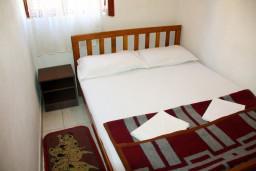 Будванская ривьера, Черногория, Будва : Комната на 4 персоны, с кондиционером