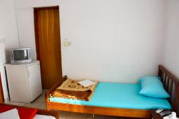 Будванская ривьера, Черногория, Будва : Комната на 3 персоны, с кондиционером