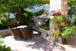 Терраса. Боко-Которская бухта, Черногория, Доброта : Апартамент с 2-мя спальнями у моря, с видом на залив