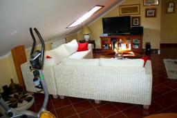 Гостиная. Боко-Которская бухта, Черногория, Доброта : Апартаменты на 4 персоны, 2 спальни, у моря