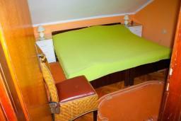 Спальня. Боко-Которская бухта, Черногория, Доброта : Апартаменты на 4 персоны, 2 спальни, у моря