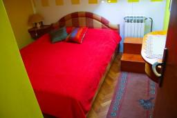 Спальня 2. Боко-Которская бухта, Черногория, Доброта : Апартаменты на 4 персоны, 2 спальни, у моря