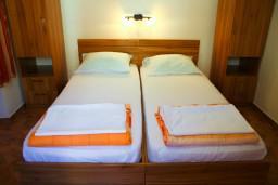 Спальня. Боко-Которская бухта, Черногория, Котор : Апартаменты на 5 персон, 2 спальни