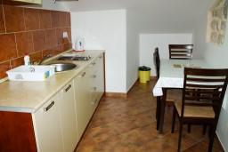 Кухня. Боко-Которская бухта, Черногория, Котор : Апартаменты на 4 персоны, 2 спальни