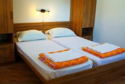 Спальня. Боко-Которская бухта, Черногория, Котор : Апартаменты на 4 персоны, 2 спальни