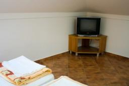 Спальня 2. Боко-Которская бухта, Черногория, Котор : Апартаменты на 4 персоны, 2 спальни