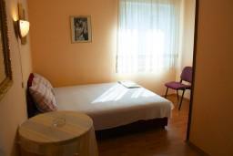 Боко-Которская бухта, Черногория, Котор : Комната на 2 персоны с кондиционером, 50 метров от пляжа