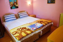 Боко-Которская бухта, Черногория, Котор : Апартамент в Которе на первом этаже в 50 метрах от пляжа