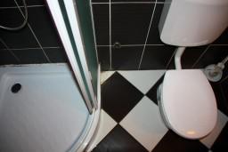 Ванная комната. Боко-Которская бухта, Черногория, Доброта : Студия на первом этаже в 80 метрах от пляжа