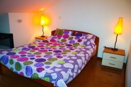 Спальня. Боко-Которская бухта, Черногория, Котор : Апартаменты на 7 персон с видом на море, 2 спальни