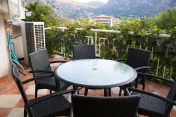 Терраса. Боко-Которская бухта, Черногория, Котор : Апартаменты на 7 персон с видом на море, 2 спальни