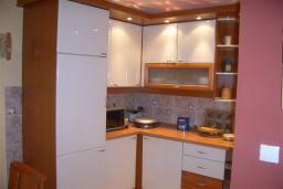 Кухня. Боко-Которская бухта, Черногория, Доброта : Апартаменты на 6 персон с видом на море, 2 спальни, 50 метров от пляжа