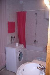 Ванная комната. Боко-Которская бухта, Черногория, Доброта : Апартаменты на 6 персон с видом на море, 2 спальни, 50 метров от пляжа