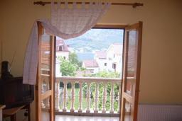 Спальня. Боко-Которская бухта, Черногория, Доброта : Апартаменты на 6 персон с видом на море, 2 спальни, 50 метров от пляжа