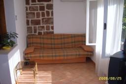 Гостиная. Боко-Которская бухта, Черногория, Доброта : Апартамент в Доброте на первом этаже в 50 метрах от моря
