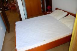 Спальня 2. Боко-Которская бухта, Черногория, Доброта : Апартаменты на 6 персон c видом на залив, у моря, 2 спальни