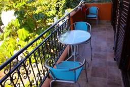 Балкон. Боко-Которская бухта, Черногория, Доброта : Апартаменты на 6 персон c видом на залив, у моря, 2 спальни