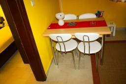 Гостиная. Боко-Которская бухта, Черногория, Доброта : Апартаменты на 6 персон, 2 спальни, у моря
