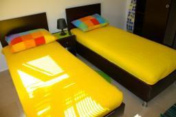 Спальня. Боко-Которская бухта, Черногория, Доброта : Апартаменты на 6 персон, 2 спальни, у моря