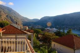 Вид. Боко-Которская бухта, Черногория, Доброта : Апартамент в Доброте c видом на море