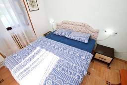 Боко-Которская бухта, Черногория, Доброта : Комната на 3 персоны с кондиционером, у моря, с видом на залив