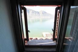 Боко-Которская бухта, Черногория, Доброта : Комната на 4 персоны с кондиционером, у моря, с видом на залив