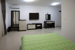 Будванская ривьера, Черногория, Рафаиловичи : Комната на 4 персоны, с кондиционером, 5 метров от пляжа