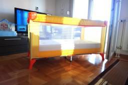 Детская кроватка-манеж 67x120см + матрац : Будванская ривьера, Черногория