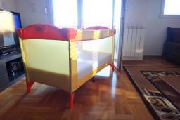 Детская кроватка-манеж 67x120см + матрац : Бечичи, Черногория